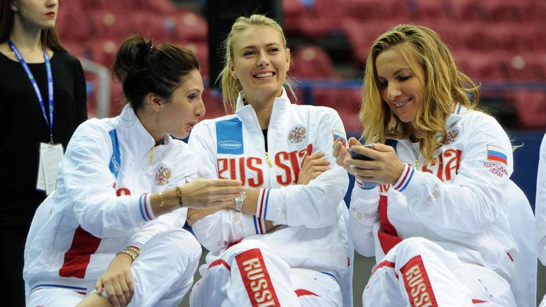 "Светлана КУЗНЕЦОВА (справа), Мария ШАРАПОВА (в центре) и Анастасия МЫСКИНА. Фото Никита УСПЕНСКИЙ, ""СЭ"""