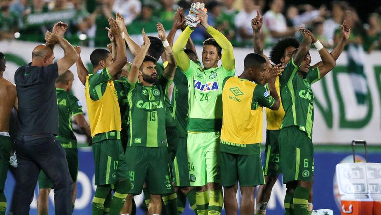 """29 ноября игроки """"Шапекоэнсе"""" праздновали выход в финал Южноамериканского кубка. Фото AFP"""