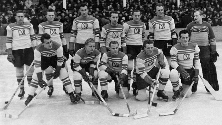 Сборная Чехословакии в 1948 году. Фото worldhockeyclassic.ru