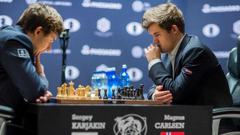 Среда. Нью-Йорк. Сергей КАРЯКИН (слева) и Магнус КАРЛСЕН. Фото AFP
