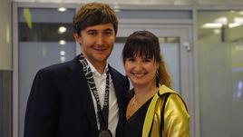 Сегодня. Шереметьево. Сергей КАРЯКИН и его супруга Галия.