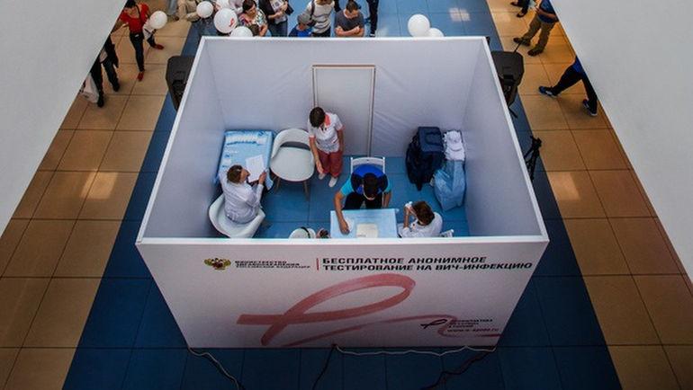 Кабинеты экспресс-тестирования были установлены в крупных торговых центрах в десяти городах.