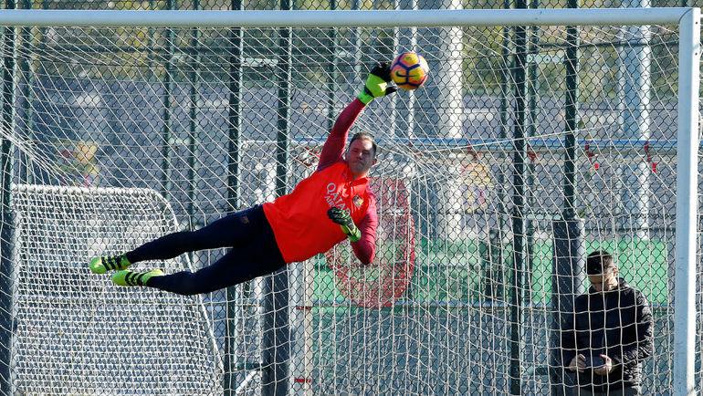"Сегодня. Барселона. Тренировка ""Барселоны"". Вратарь Марк-Андре тер ШТЕГЕН."