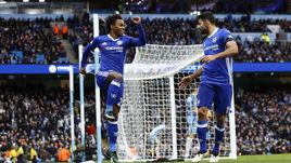 """Сегодня. Манчестер. """"Манчестер Сити"""" – """"Челси"""" – 1:3. 70-я минута. ВИЛЛИАН (слева) и ДИЕГУ КОСТА празднуют победный гол."""