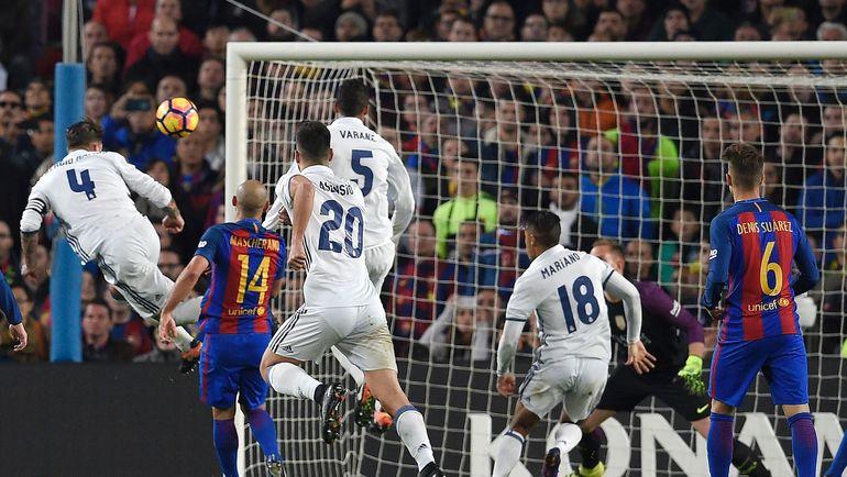 "Сегодня. Барселона. ""Барселона"" - ""Реал"" - 1:1. 90-я минута. Гол СЕРХИО РАМОСА (№4). Фото AFP"