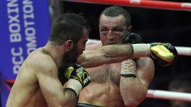 Суббота. Москва. Мурат ГАССИЕВ (слева) побеждает Дениса ЛЕБЕДЕВА.