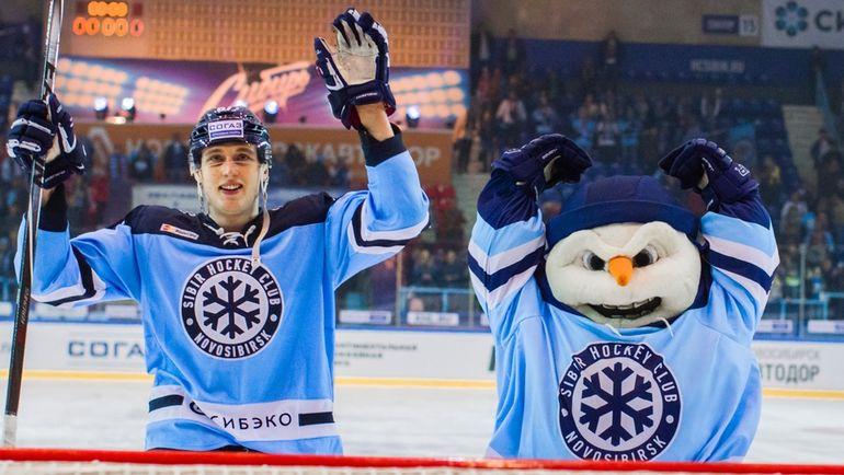 Максим ШАЛУНОВ (слева). Фото photo.khl.ru