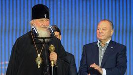 Пятница. Москва. Патриарх Кирилл на фестивале национальных видов спорта выразил надежду, что хоккей с мячом станет олимпийским видом.