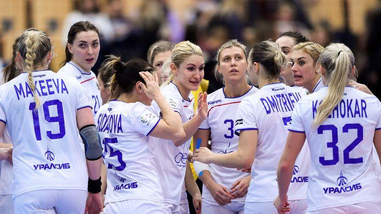 Россиянки празднуют первую победу на чемпионате Европы. Фото AFP
