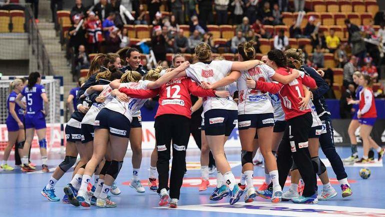 Пятница. Хельсинборг. Норвегия - Россия - 23:21. Игроки сборной Норвегии празднуют победу. Фото AFP