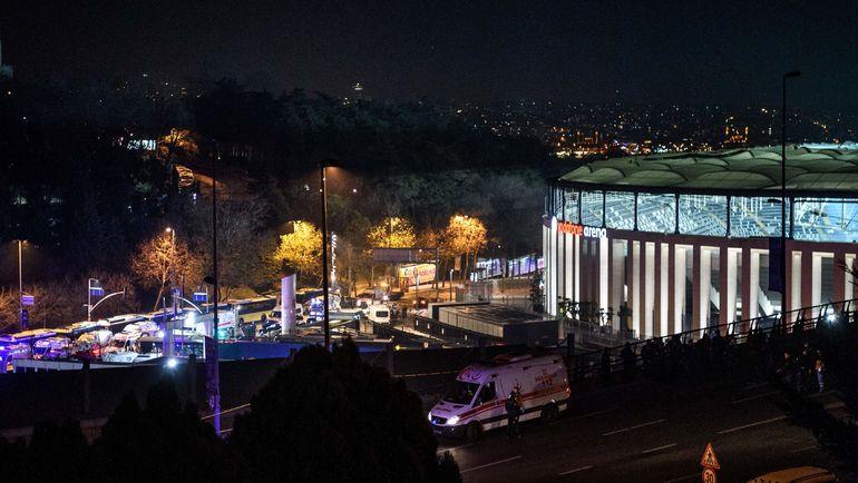 "Суббота. Стамбул. После матча ""Бешикташ"" - ""Бурсаспор"" рядом со стадионом произошел теракт. Фото AFP"