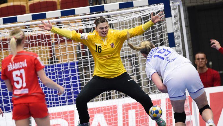 Ксения МАКЕЕВА не реализовала семиметровый в матче с Чехией. Фото AFP