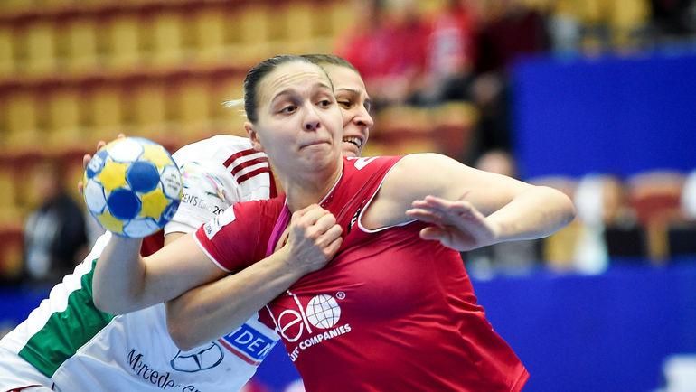 С мячом Дарья ДМИТРИЕВА. Фото AFP