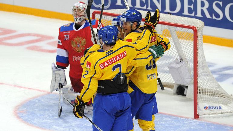 Шведы празднуют вторую шайбу в ворота Ильи СОРОКИНА. Фото Алексей ИВАНОВ, «СЭ»