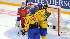 Сегодня. Москва. Швеция - Россия 3:1. Хоккеисты шведской команды забрасывают вторую шайбу в ворота Ильи СОРОКИНА.