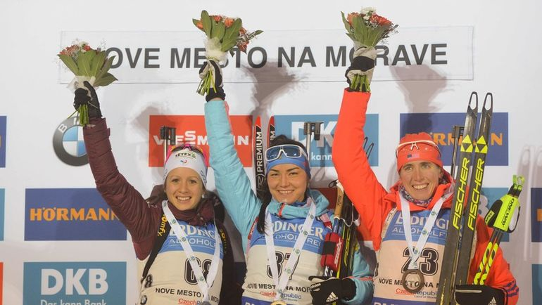 Татьяна АКИМОВА (в центре), Анаис ШЕВАЛЬЕ (слева) и Сьюзен ДАНКЛИ. Фото AFP