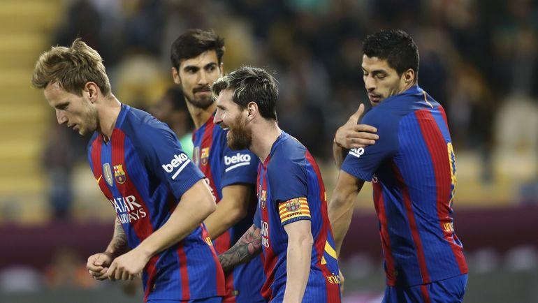 """Барса"" на неделе провела матч в Дохе, а Луис СУАРЕС (справа) продлил контракт. Фото AFP"