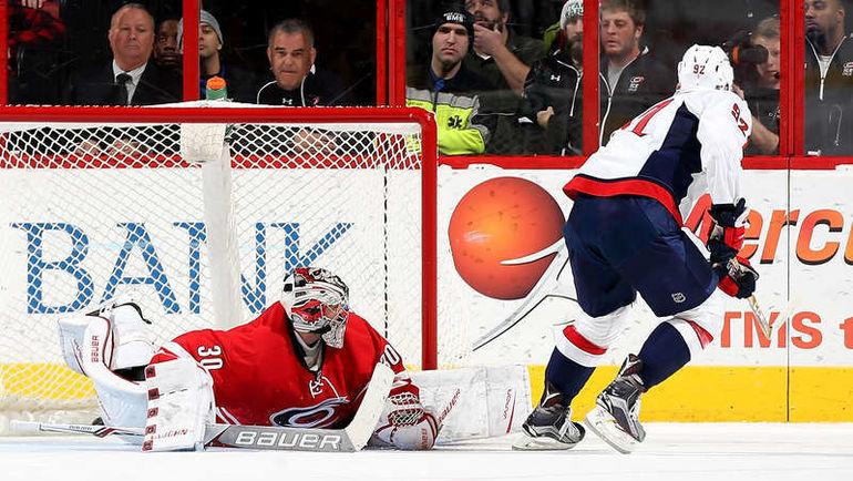 "Пятница. Роли. ""Каролина"" - ""Вашингтон"" - 3:4 Б. Евгений КУЗНЕЦОВ (№92) реализует буллит. Фото NHL.com"