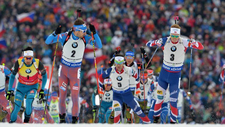 Антон ШИПУЛИН (№2) на трассе с Йоханнесом БЕ (№3), Мартеном ФУРКАДОМ (№1) и Оле Эйнаром БЬОРНДАЛЕНОМ (№5). Фото AFP