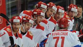 Сегодня. Москва. Россия - Финляндия - 4:3. Илья КОВАЛЬЧУК (№71) принимает поздравления от партнеров.