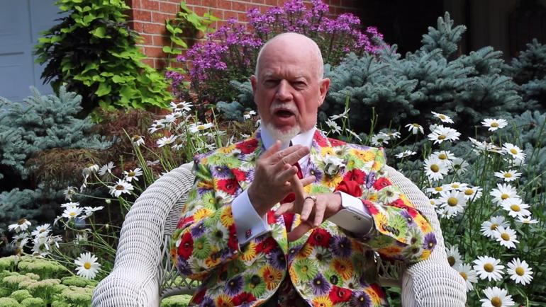 Дон ЧЕРРИ традиционно эпатирует публику не только своими словами, но и экстравагантными костюмами. Фото 25Stanley