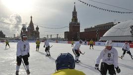 Хоккей с мячом на Красной площади.