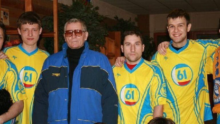 Виктор ПОНЕДЕЛЬНИК (второй слева) и Юрий КАРПОВ (справа).