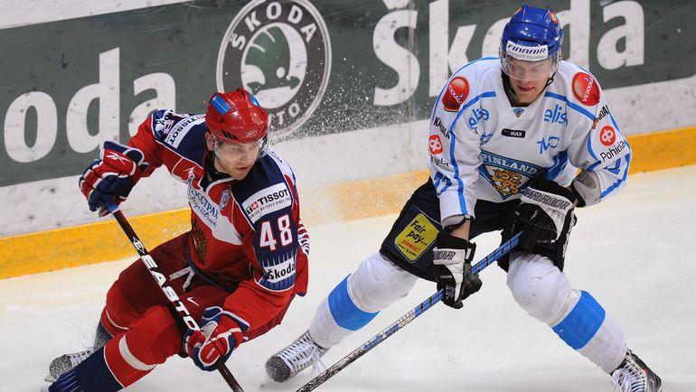 Томи САНТАЛА (справа) теперь будет играть в Магнитогорске. Фото AFP