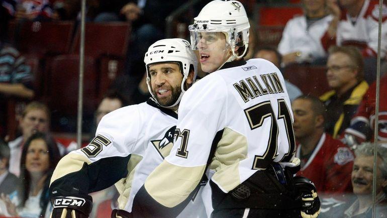 Максим ТАЛБОТ (слева) и Евгений МАЛКИН. Фото AFP