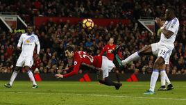 """Понедельник. Манчестер. """"Манчестер Юнайтед"""" - """"Сандерленд"""" - 3:1. 86-я минута. Генрих МХИТАРЯН забивает красивейший гол пяткой."""