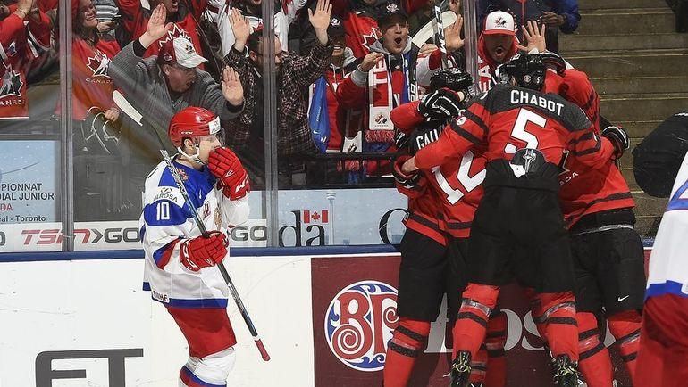 Сегодня. Торонто. Канада - Россия - 5:3. Хозяева турнира празднуют взятие ворот россиян. Фото IIHF
