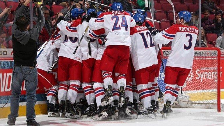 Понедельник. Монреаль. Чехия - Финляндия - 2:1. Игроки сборной Чехии празднуют победу. Фото worldjunior2017.com