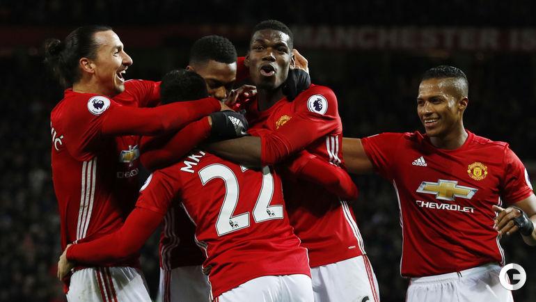"""Понедельник. Манчестер. """"Манчестер Юнайтед"""" - """"Сандерленд"""" - 3:1. Игроки """"Манчестер Юнайтед"""" празднуют забитый гол."""
