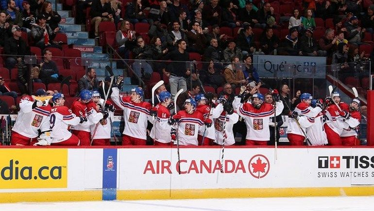 Понедельник. Монреаль. Чехия - Финляндия - 2:1. Игроки сборной Чехии празднуют забитый гол. Фото worldjunior2017.com