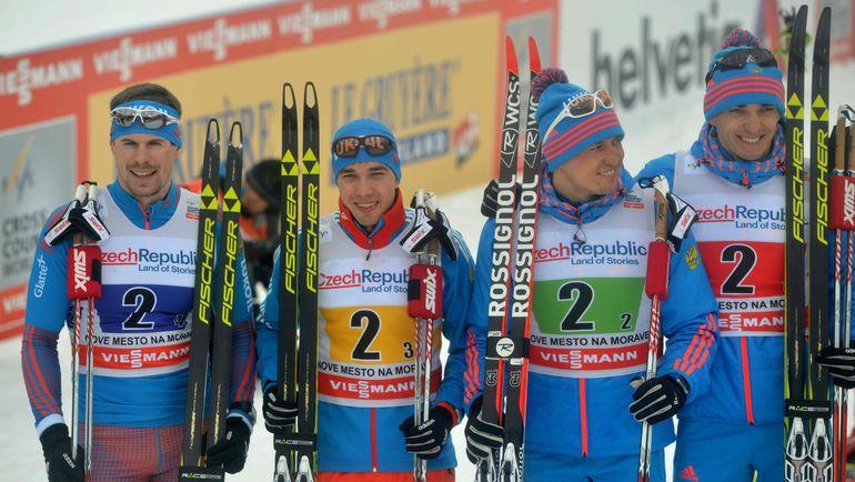 Александр ЛЕГКОВ (второй справа) и Евгений БЕЛОВ (справа) будут оспаривать свое отстранение от соревнований в суде. Фото AFP
