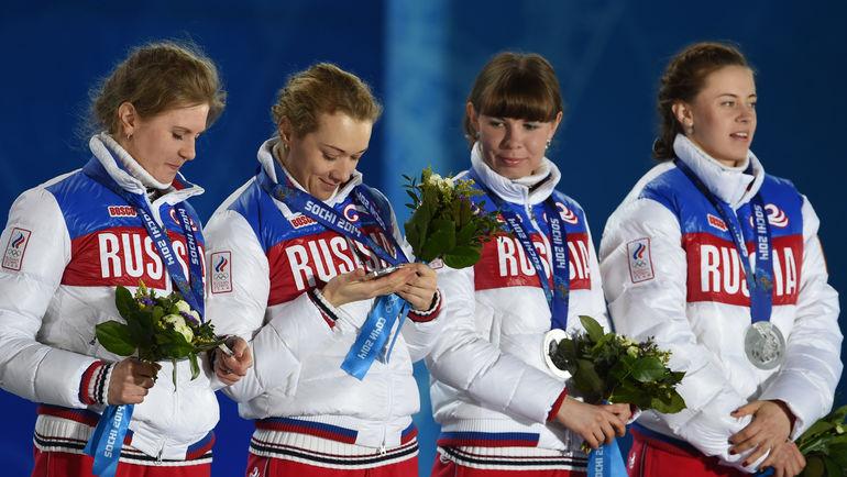 """Яна РОМАНОВА (крайняя слева) и Ольга ВИЛУХИНА (крайняя справа). Фото Александр ФЕДОРОВ, """"СЭ"""""""