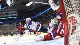 Сегодня. Торонто. Россия - США - 2:3. Нападающий сборной США Клэйто КЕЛЛЕР открывает счет.
