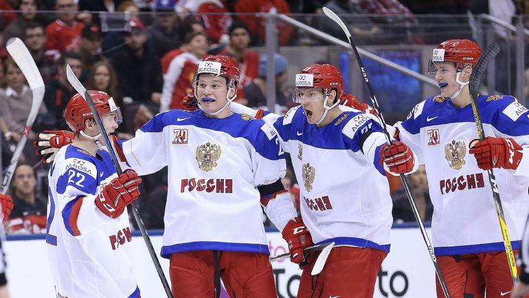 Игроки молодежной сборной России празднуют гол. Фото AFP