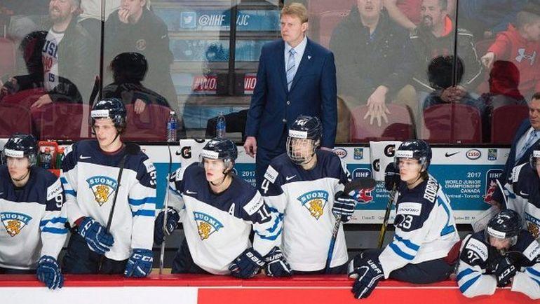 Главный тренер Юкка Раутакорпи (в центре на заднем плане) уже отправлен в отставку. Фото Twitter