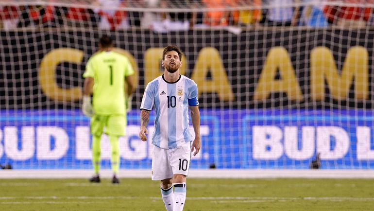 26 июня. Нью-Джерси. Аргентина - Чили - 0:0, пен. - 2:4. Разочарование Лионеля МЕССИ. Фото AFP