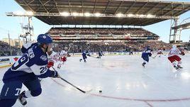"""Вчера. Торонто. """"Торонто"""" - """"Детройт"""" - 5:4 ОТ. Матч на открытом воздухе, приуроченный к столетию НХЛ."""