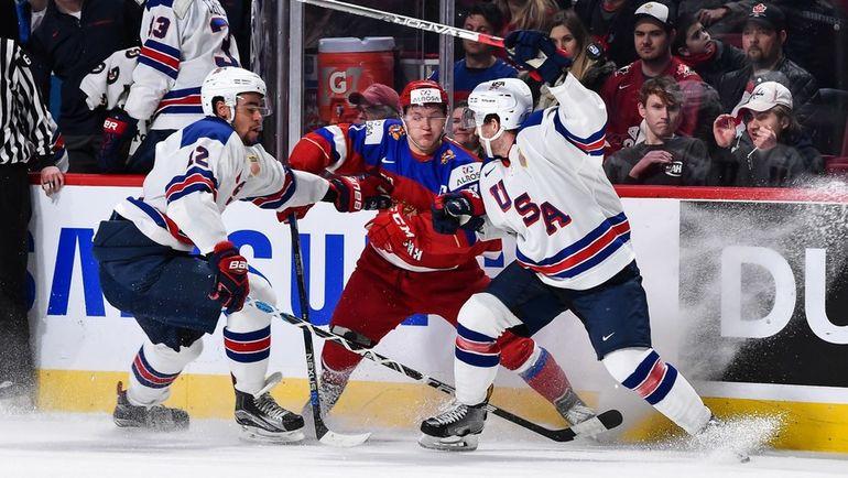 Сегодня. Монреаль. США - Россия - 4:3 Б. Кирилл КАПРИЗОВ - в центре. Фото AFP
