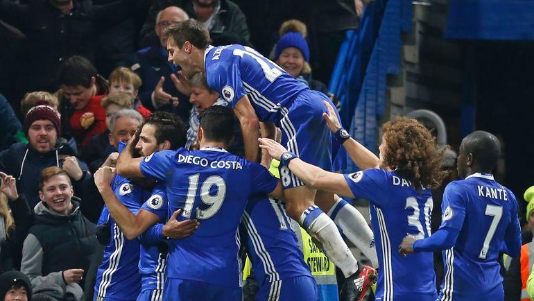 """31 декабря 2016 года. Лондон. """"Челси"""" - """"Стоук Сити"""" - 4:2. """"Синие"""" празднуют забитый гол. Фото REUTERS"""