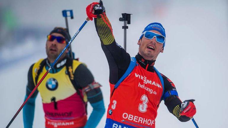 Сегодня. Оберхоф. Симон ШЕМП (№3) на финише обходит Мартена ФУРКАДА. Фото AFP