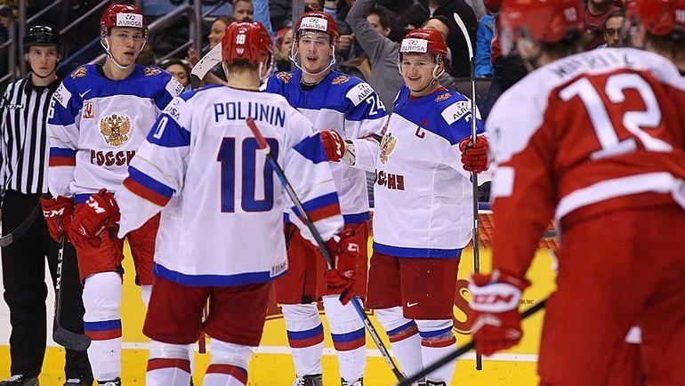 Сергей ЗБОРОВСКИЙ - крайний слева. Фото ФХР