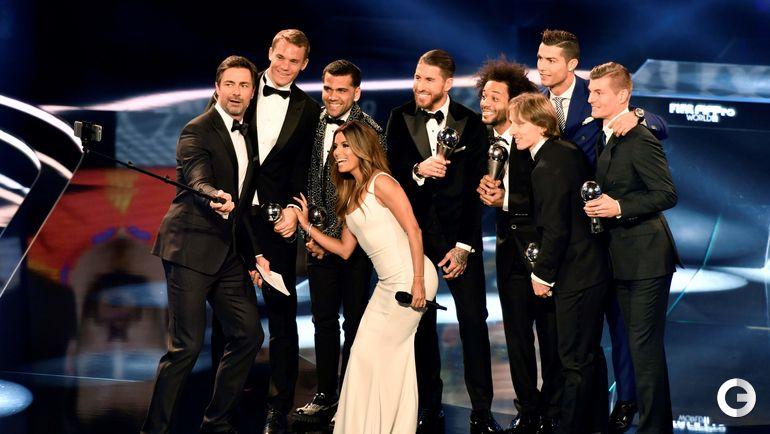 """Сегодня. Цюрих. Символическая сборная года без игроков """"Барселоны"""" и ведущая церемонии Ева ЛОНГОРИЯ."""