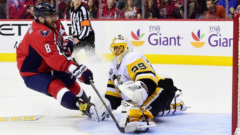 "Сегодня. Вашингтон. ""Вашингтон"" - ""Питтсбург"". Александр ОВЕЧКИН поразил ворота соперника уже на первой минуте. Фото NHL"