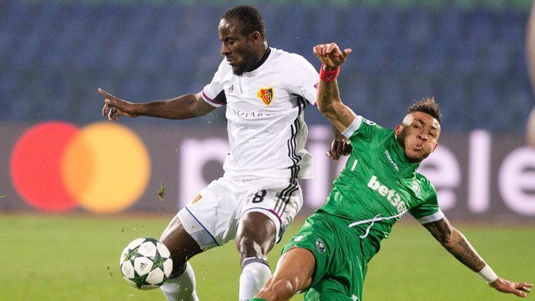 Экс-армеец Сейду ДУМБЬЯ (слева) не был вызван в сборную на этот Кубок Африки. Фото AFP
