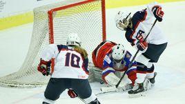 Сегодня. Пршеров. США - Россия - 6:0. Опасный момент у ворот россиянок.