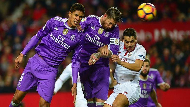 """Воскресенье. Севилья. """"Севилья"""" - """"Реал"""" - 2:1. Серхио РАМОС (в центре) забивает гол в свои ворота."""